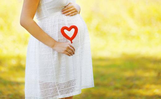Что подарить беременной подруге на день рождения: полезные и приятные презенты