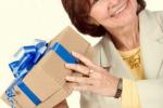 свекровь с подарком
